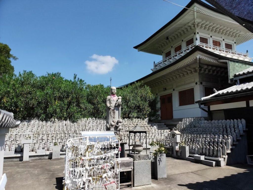 80番国分寺のたくさんの仏像