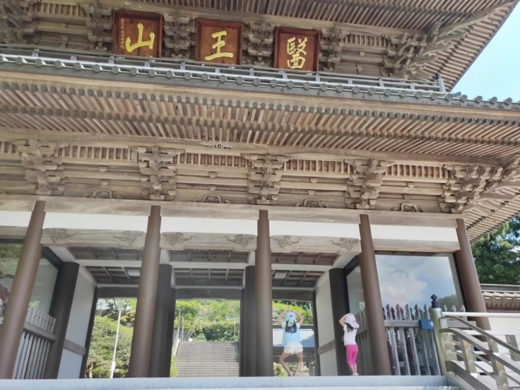 88番大窪寺の門での人文字