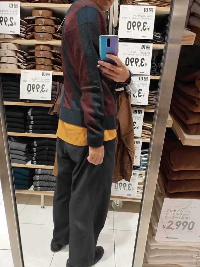 ユニクロUチェッククルーネックセーターのワインLの後ろ