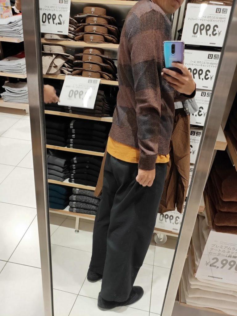 ユニクロUチェッククルーネックセーターのブルーLの後ろ