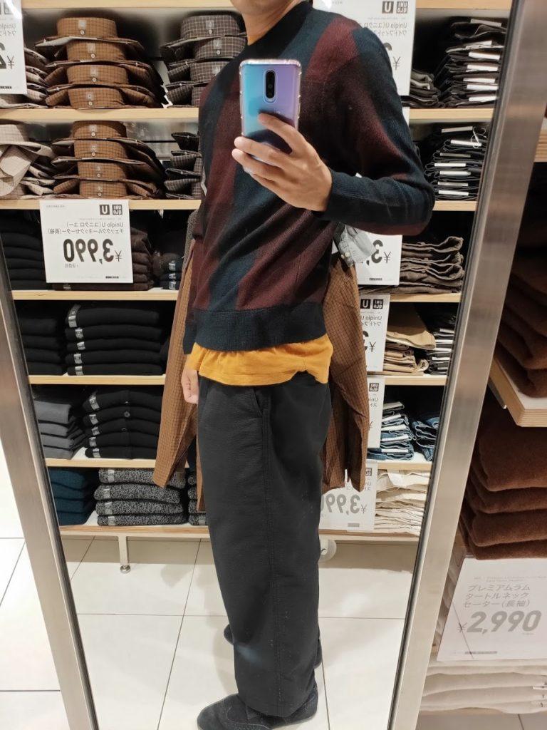 ユニクロUチェッククルーネックセーターのブルーMの左