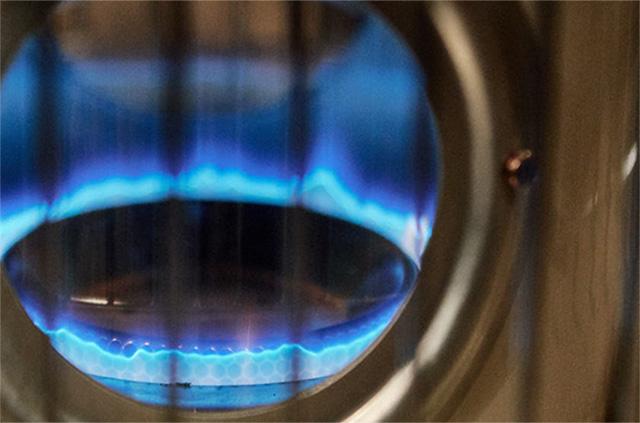 アラジンストーブの青い炎