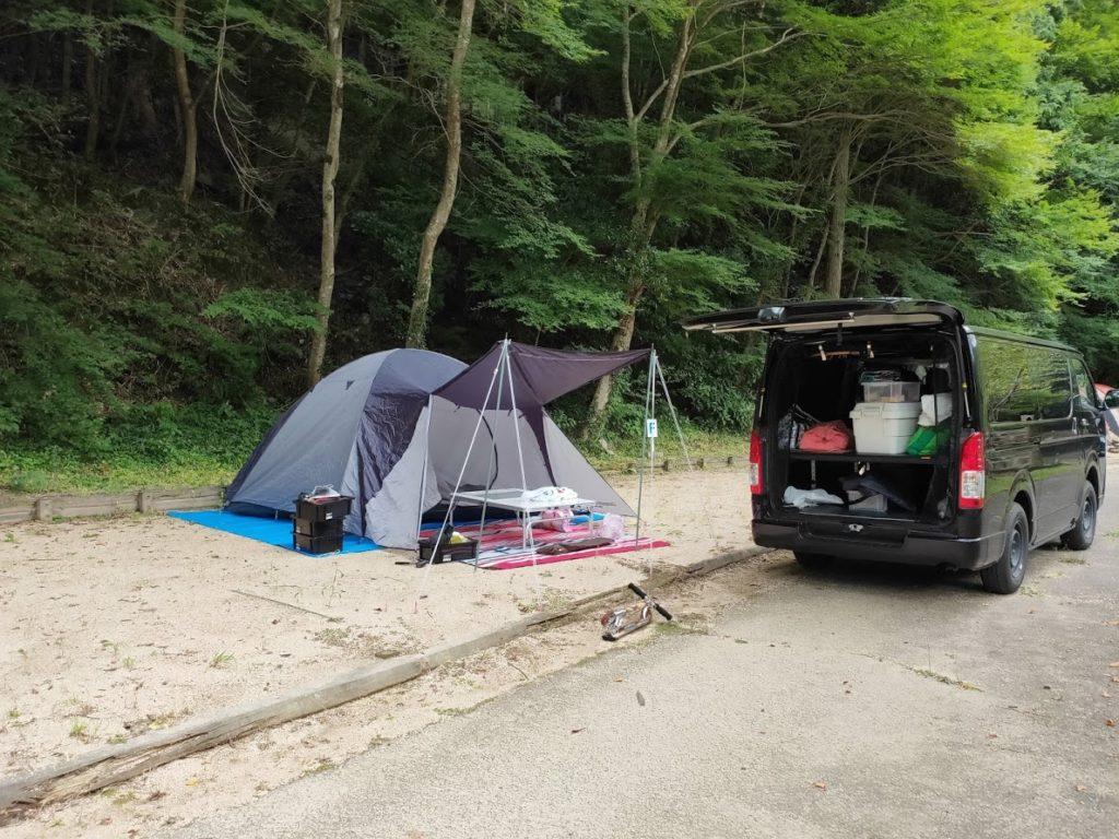 奥の湯公園キャンプ場テント設営