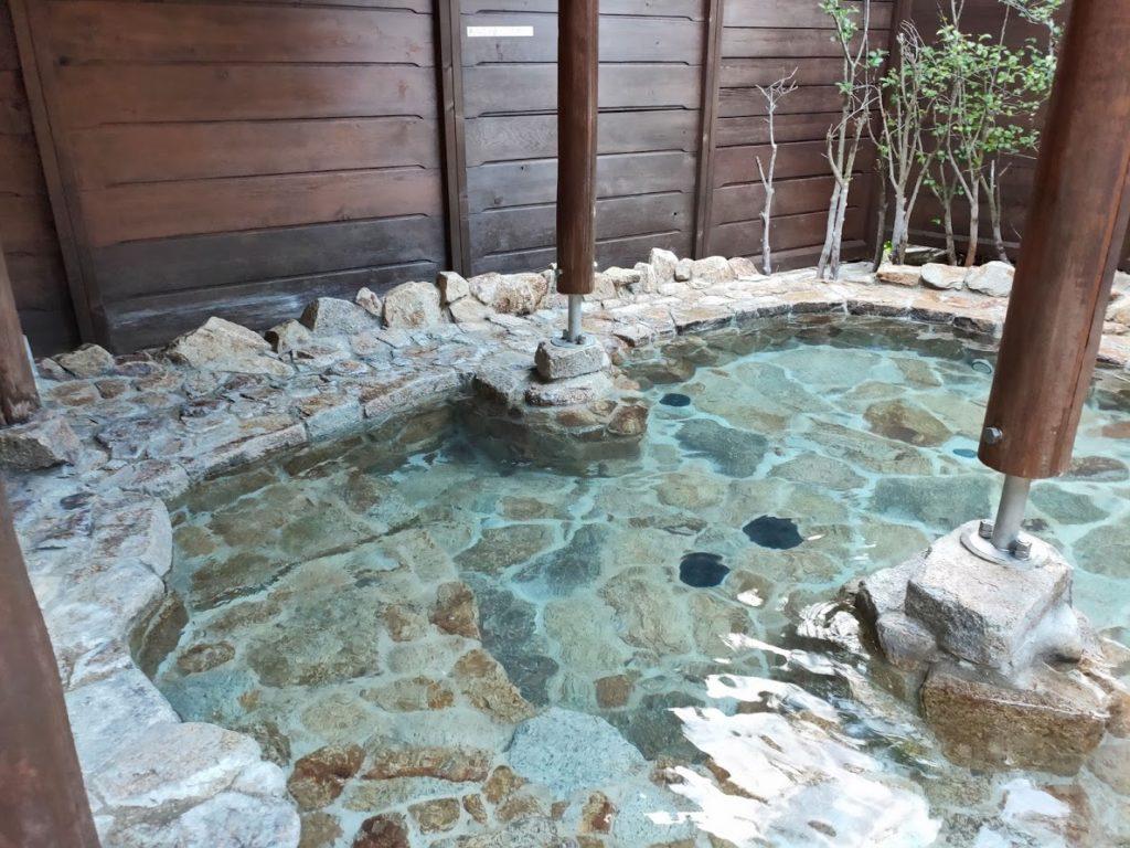 行基の湯の露天風呂