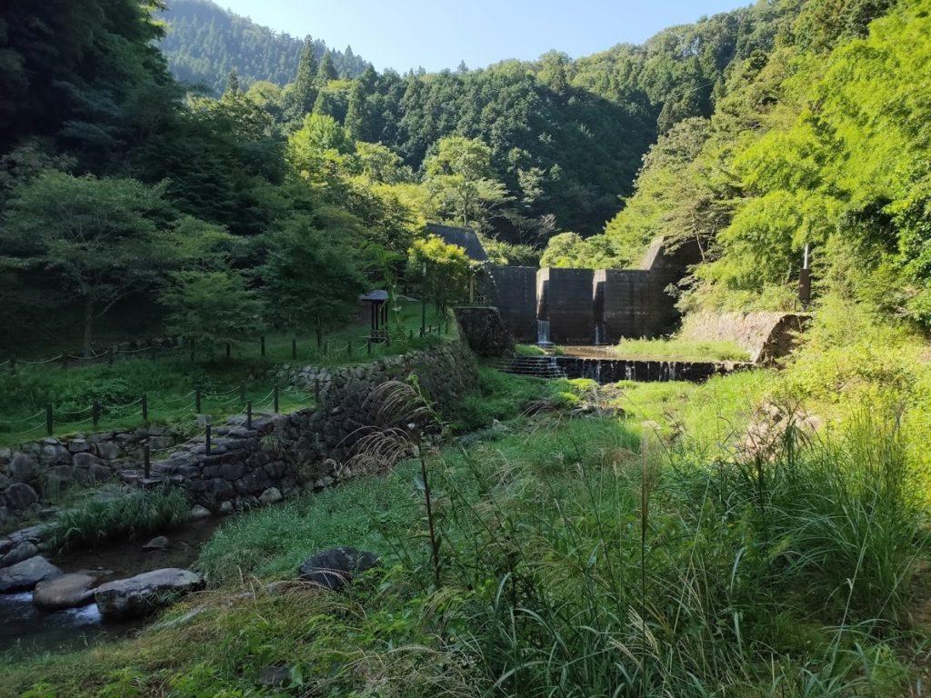 奥の湯公園キャンプ場のダム