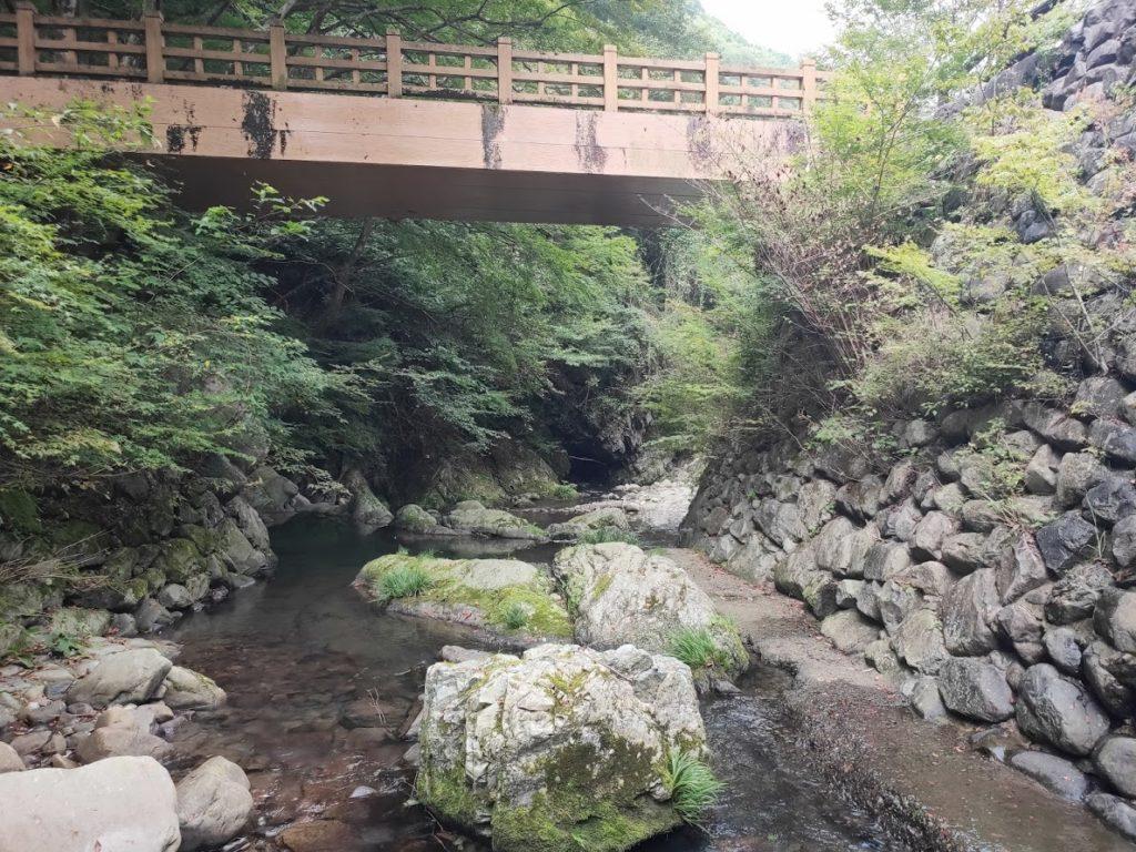 美霞洞渓谷の橋