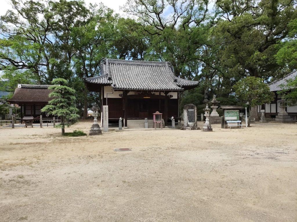 70番本山寺の境内