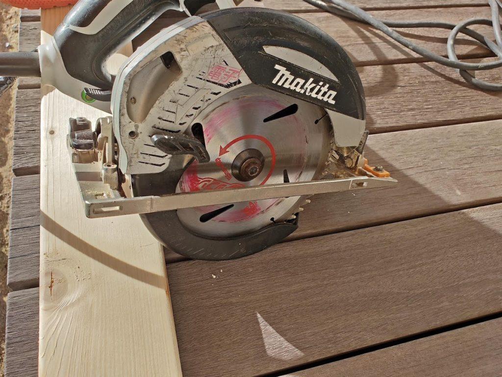 ソーホースブラケットの木材カット電動のこぎり