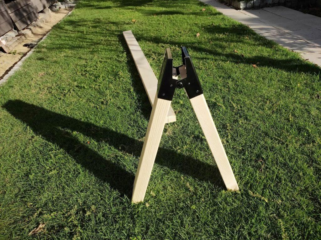 ソーホースブラケットの金具と木の組み立て2
