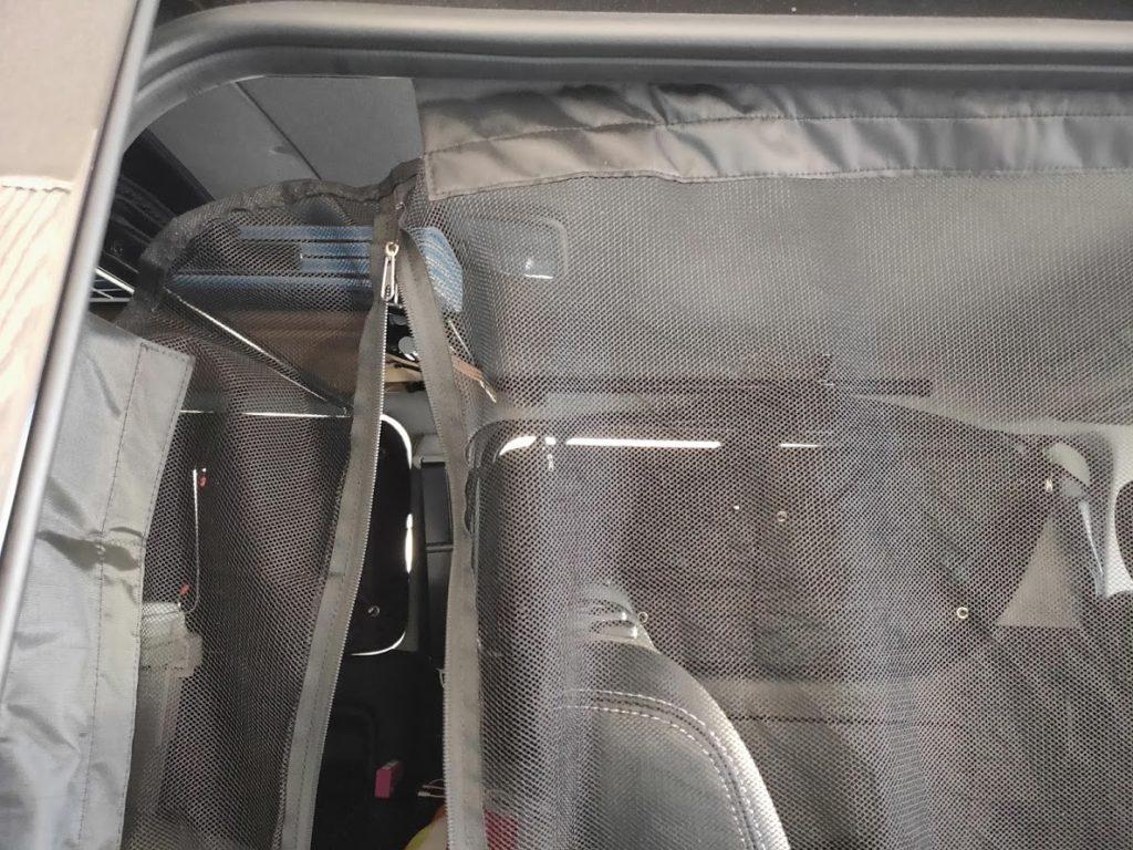 ハイエース防虫ネットのサイド後ろ側の隙間