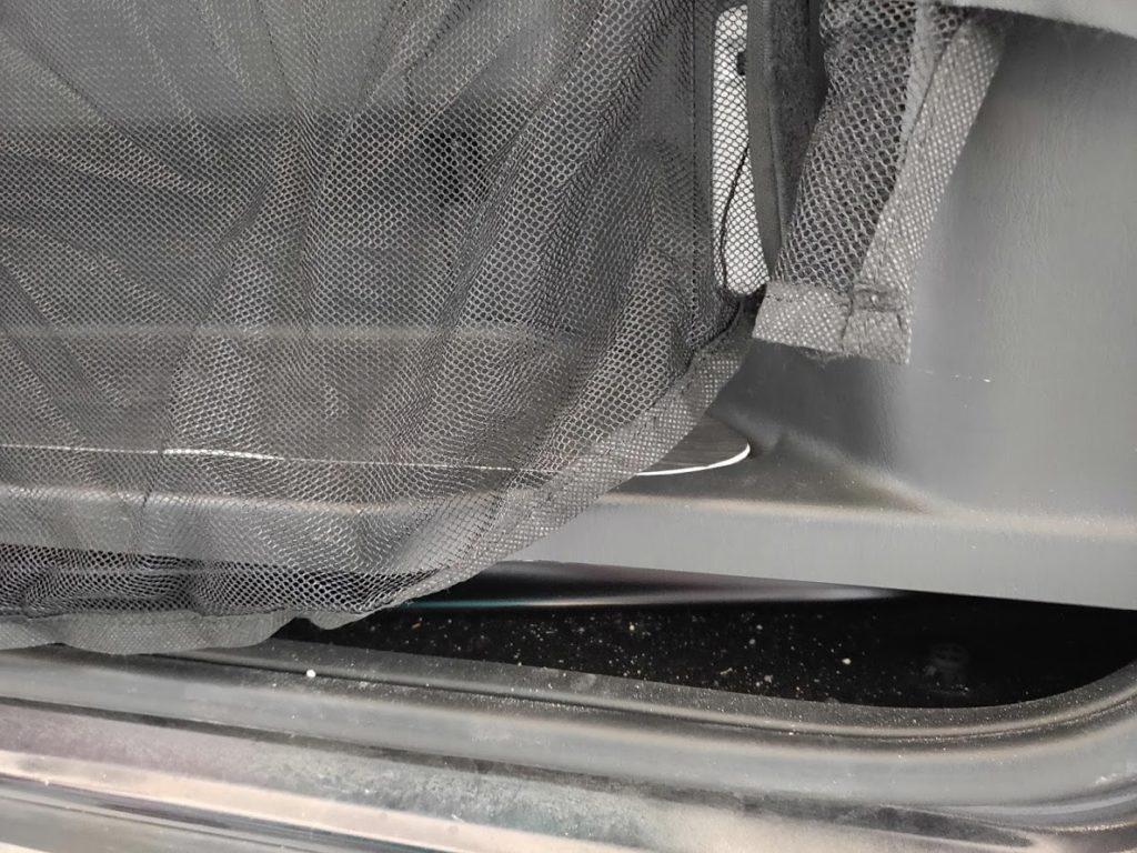 ハイエース防虫ネットのサイド下の隙間