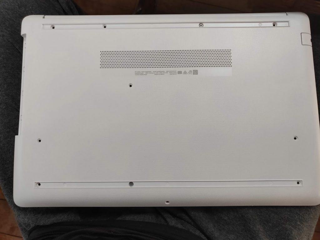 HP-db0000の裏側ネジ全て除去