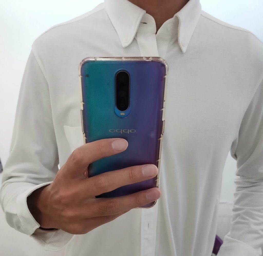 ユニクロヒートテックVネックに白シャツ1