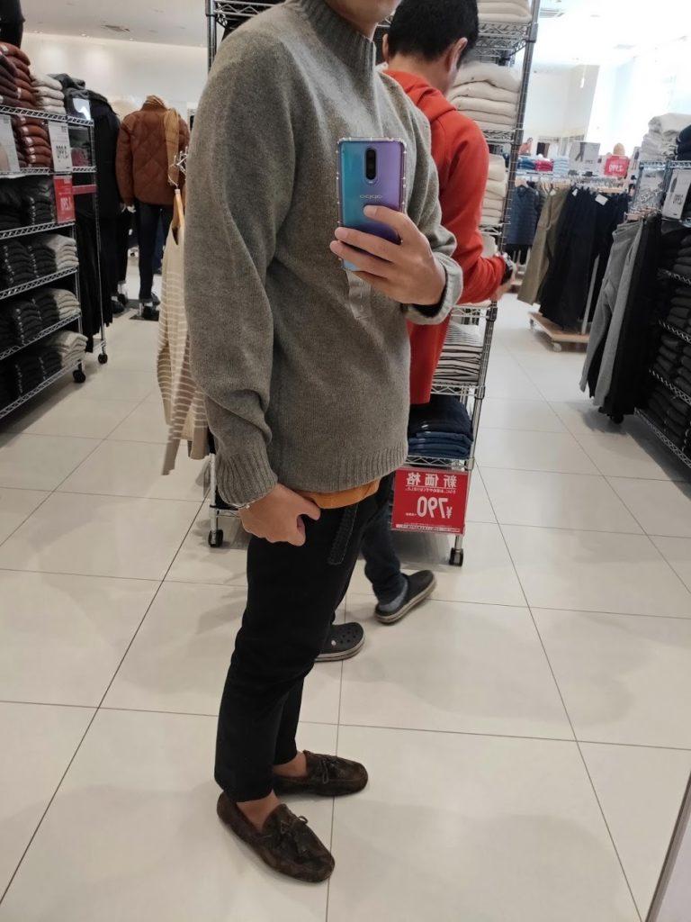 ユニクロU3DモックネックセーターのグレイサイズL横