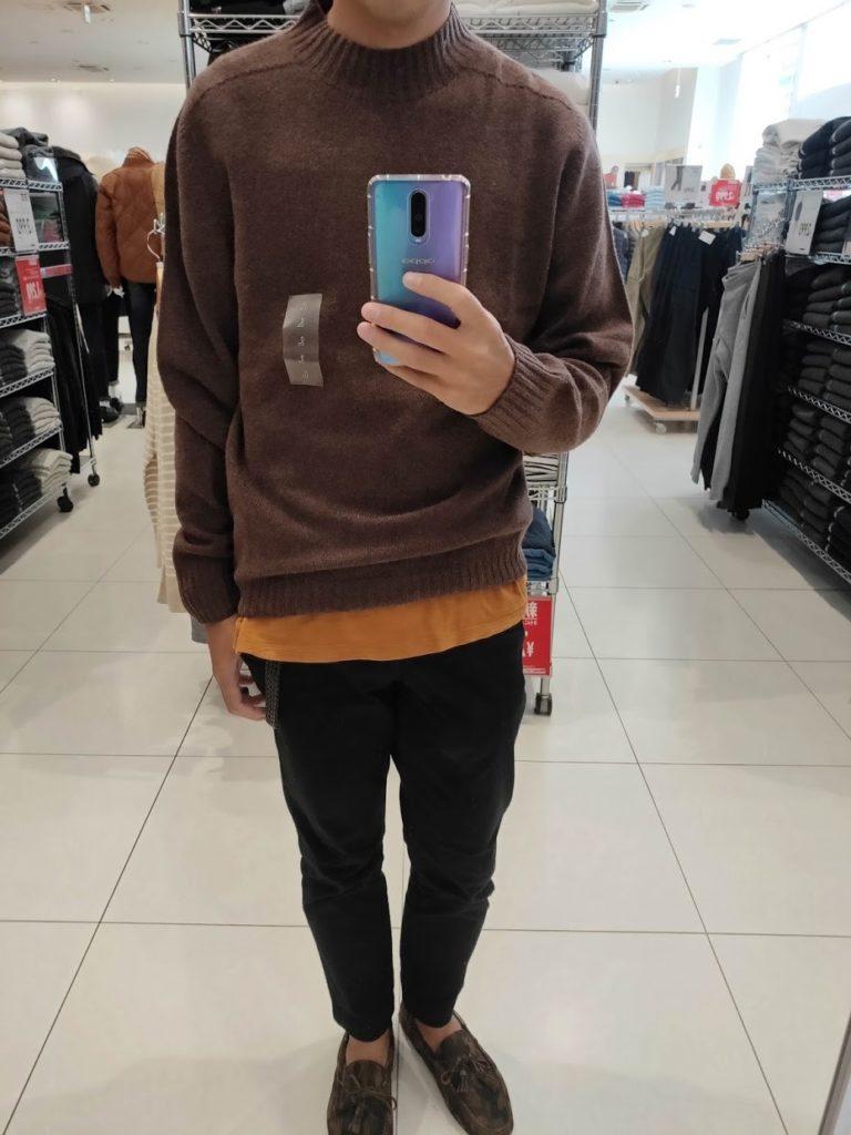 ユニクロU3DモックネックセーターのブラウンサイズL前