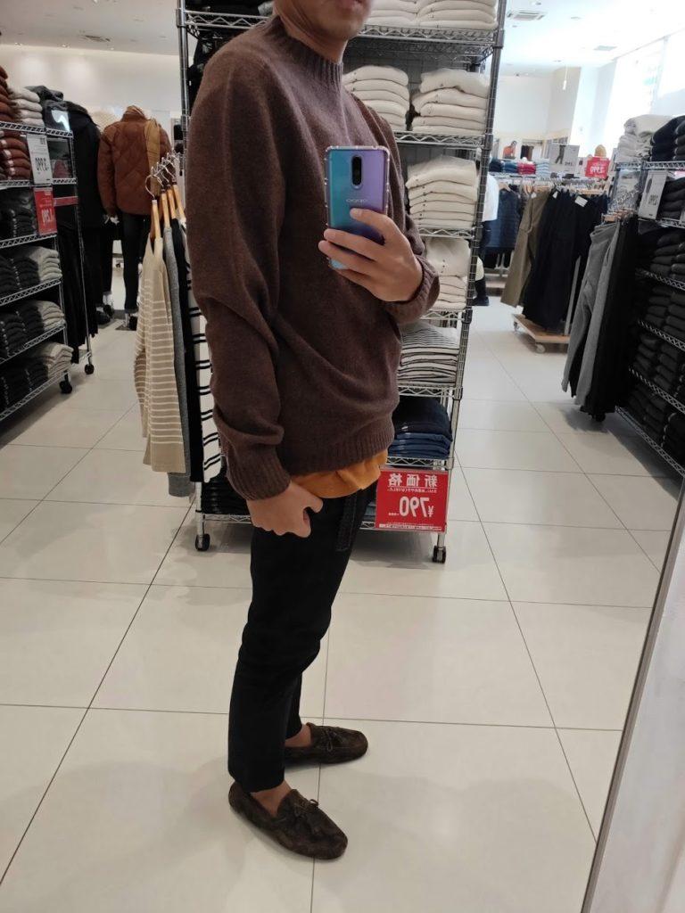 ユニクロU3DモックネックセーターのブラウンサイズL横