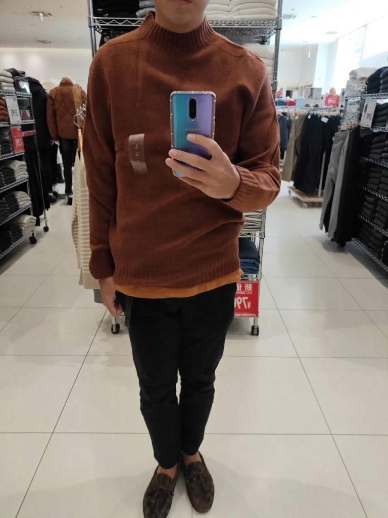 ユニクロU3DモックネックセーターのダークオレンジサイズL前