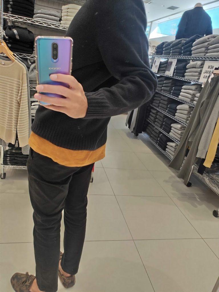 ユニクロU3DモックネックセーターのブラックサイズL後ろ