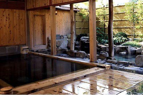 きまち湯地村の大森の湯の檜風呂