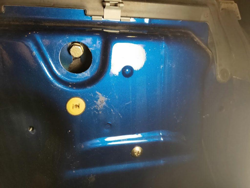 BMWMINIのドアのボルト2