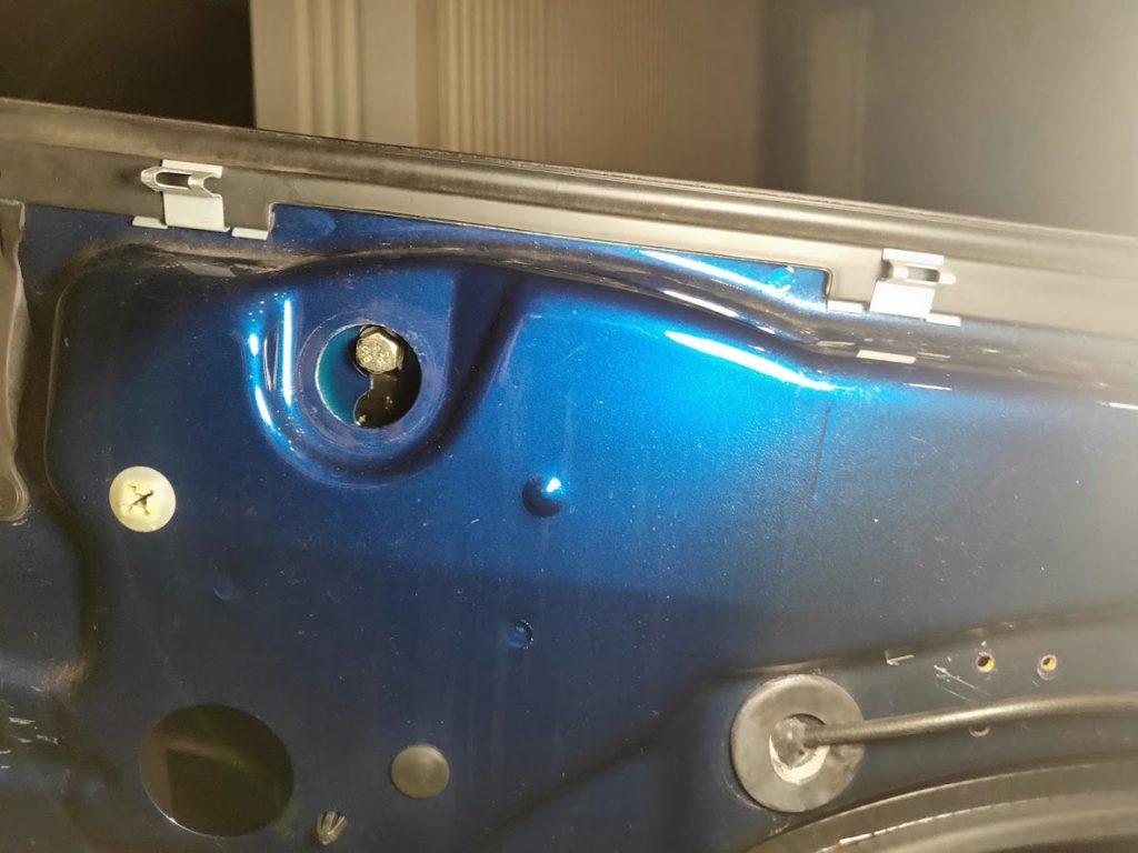 BMWMINIのドアのボルト1