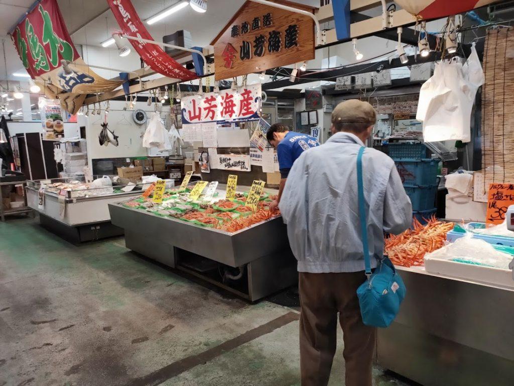 山芳亭の海鮮販売