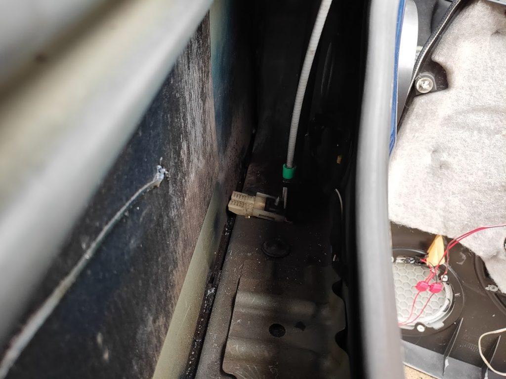 BMWMINIのウインドウ固定金具