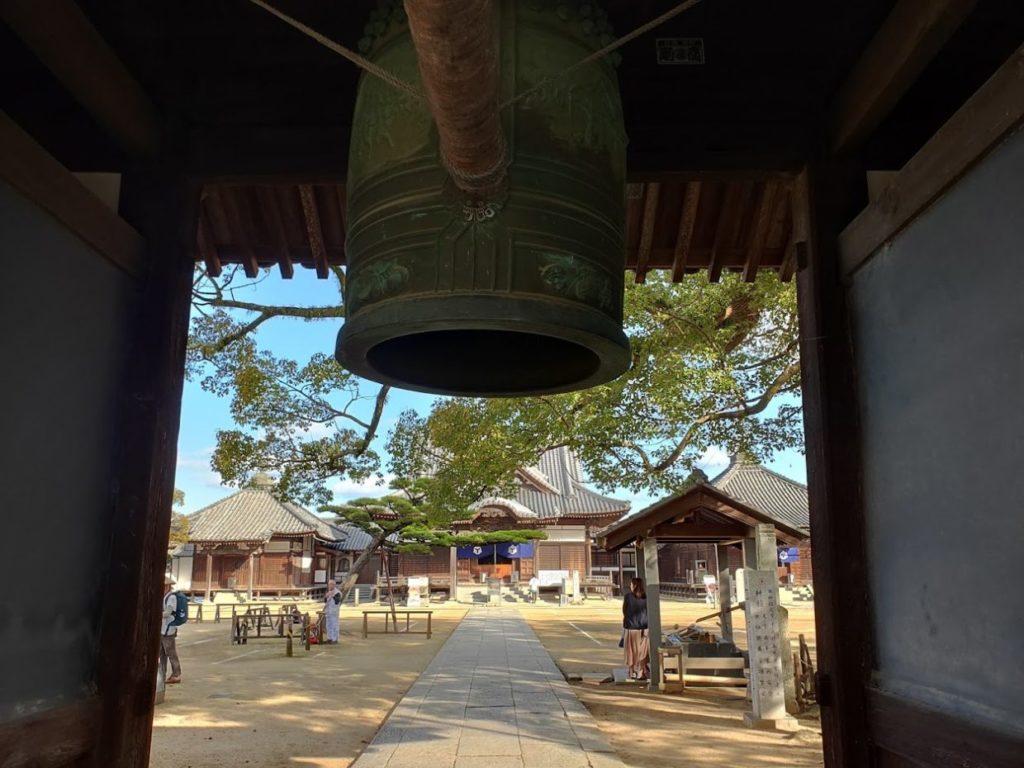 87番長尾寺の門の鐘