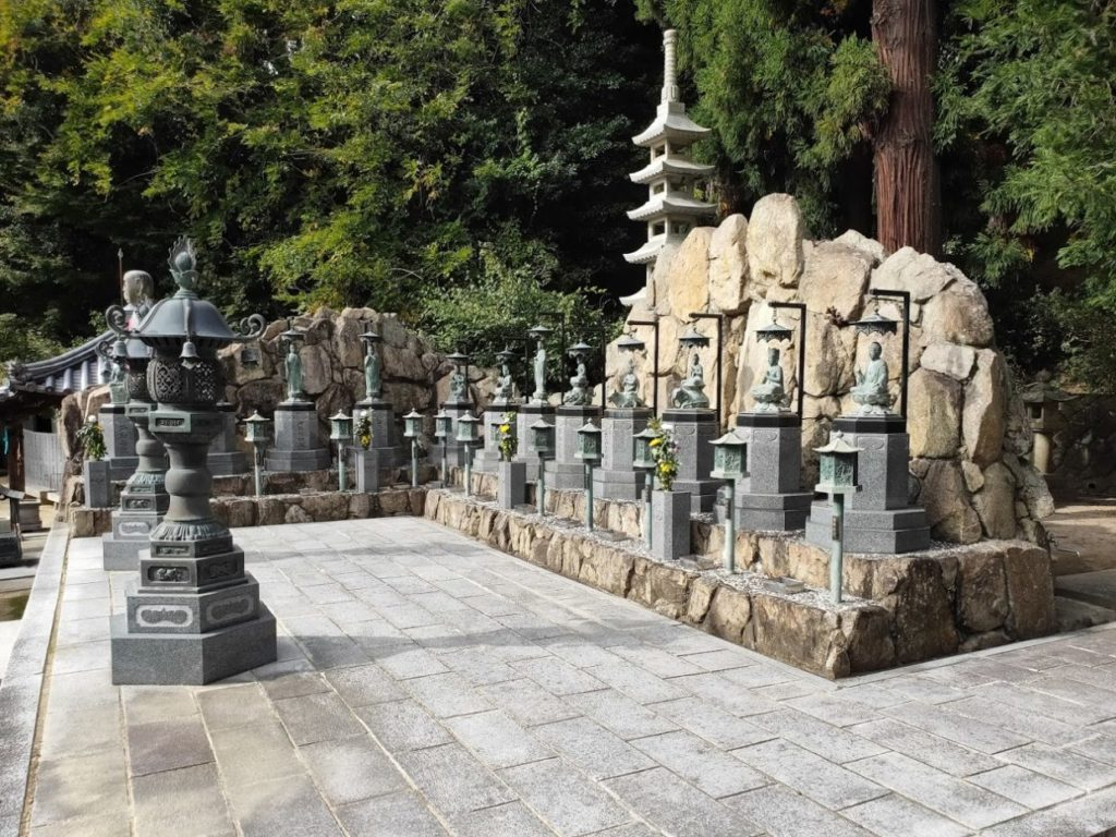 86番八栗寺の12本尊