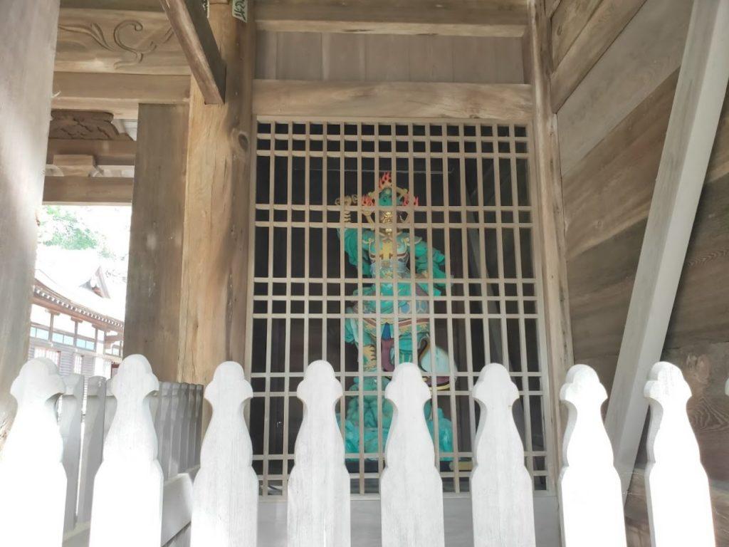 86番八栗寺の山門仁王