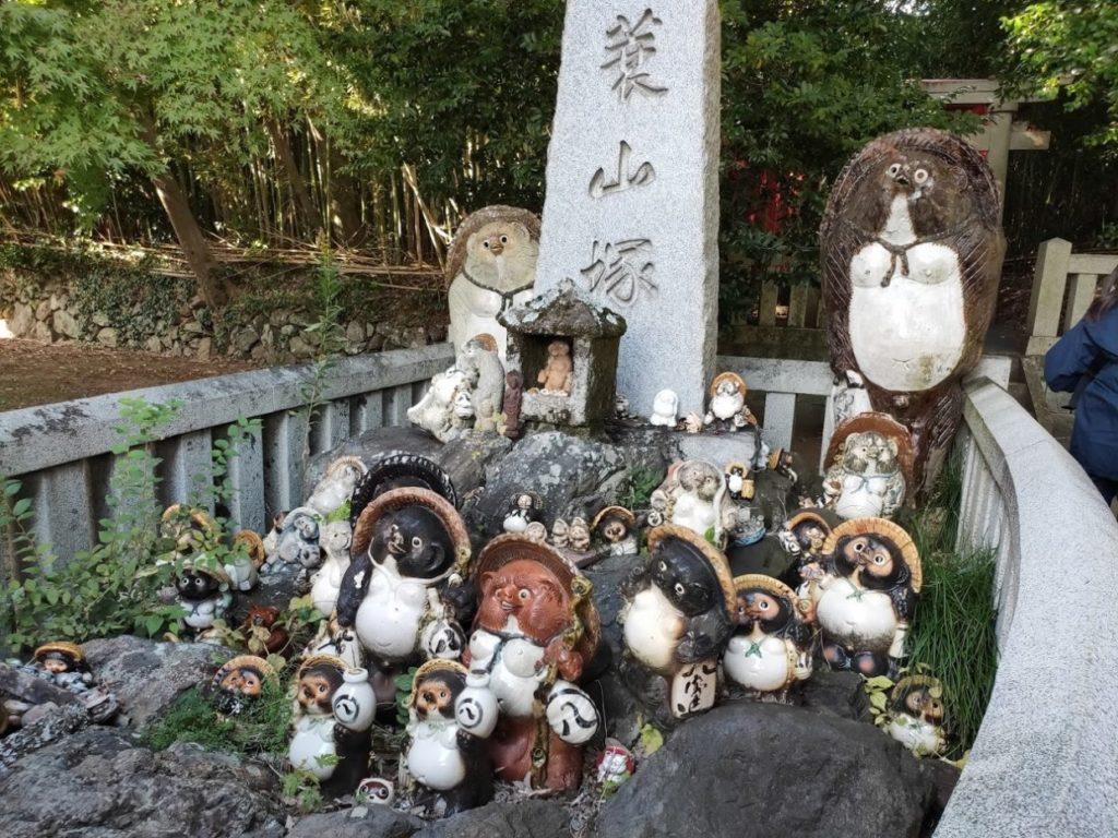 84番屋島寺のたくさんのたぬき
