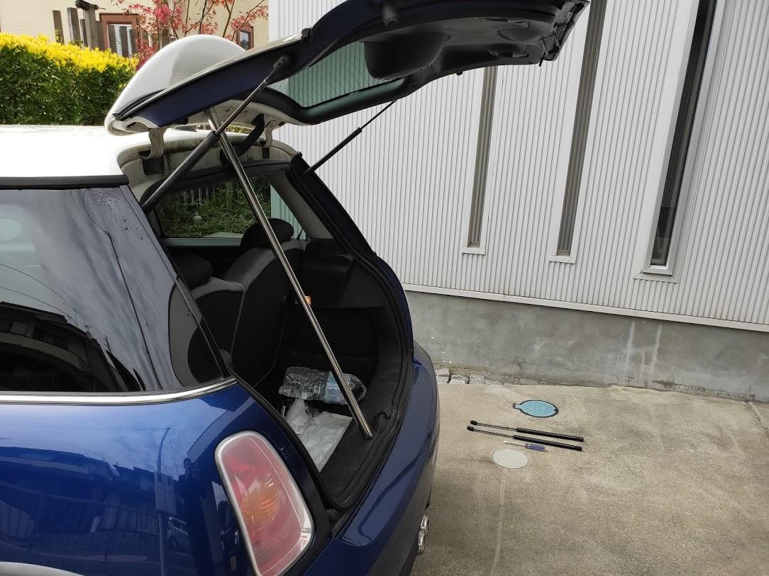 BMWMINIのリアダンパーのリアハッチを支える棒2
