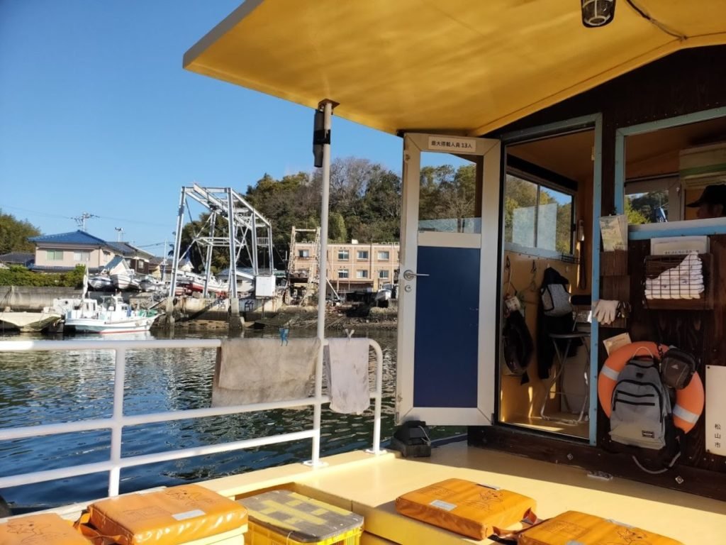 愛媛県三津の渡しの船の外観1