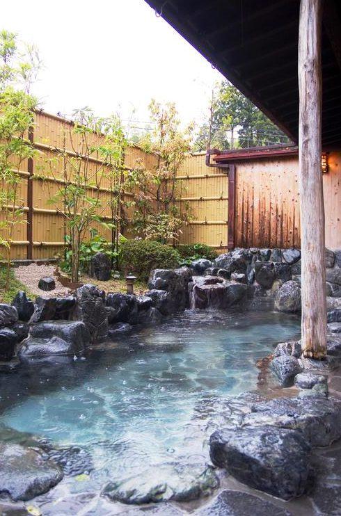 きまち湯地村の大森の湯の露天風呂