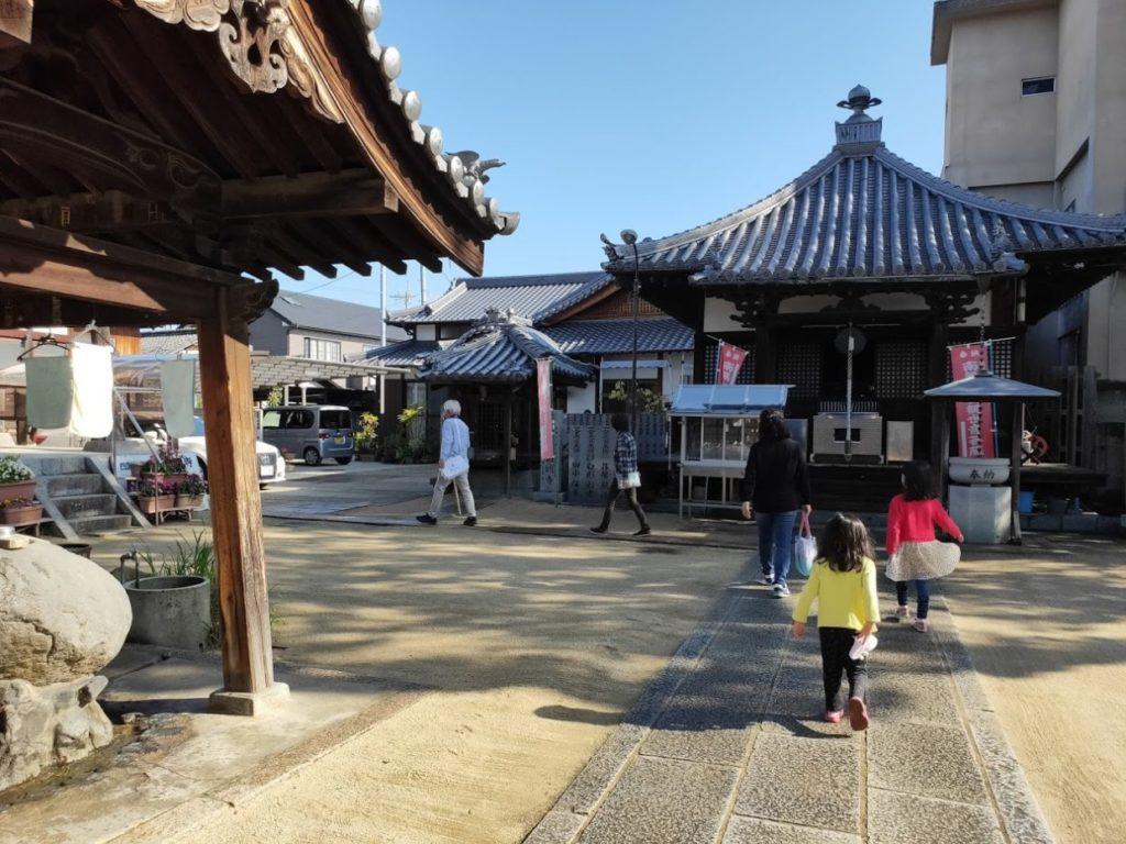 53番円明寺のお寺と子ども