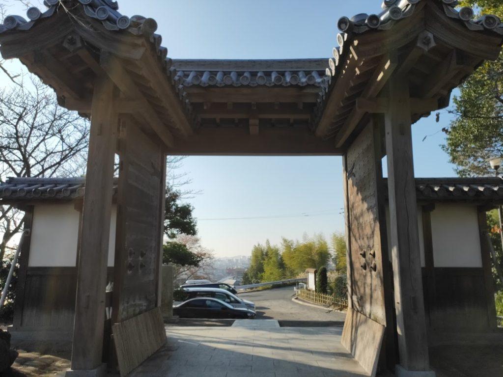 50番繁多寺の外側の景色