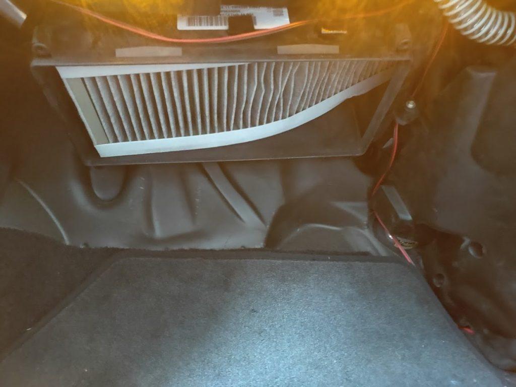 BMWMINIR53のエアコンフィルターの古いモノ1