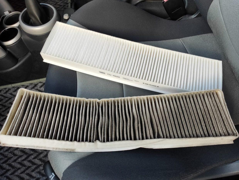 BMWMINIR53のエアコンフィルターの新旧1