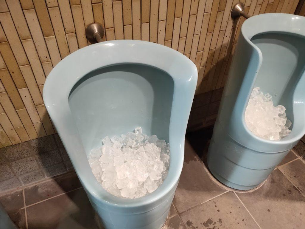 いろり山賊のトイレ