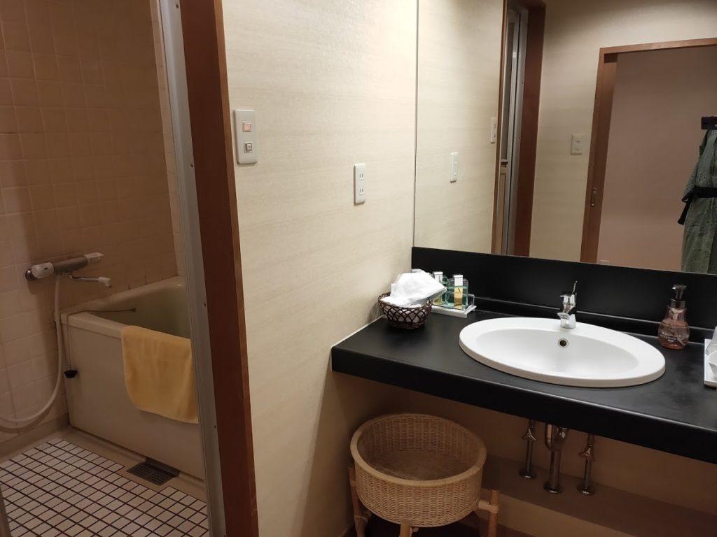 ユウベルホテル松政の洗面と風呂