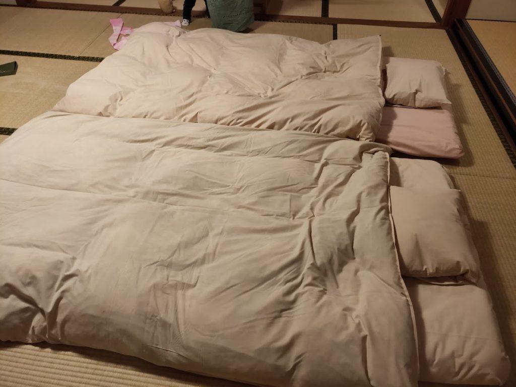 ユウベルホテル松政の寝る部屋