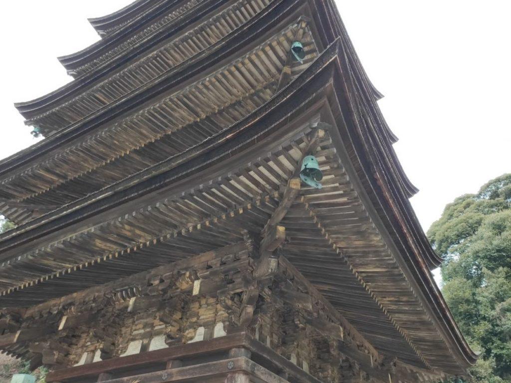 瑠璃光寺の五重塔アップ画像