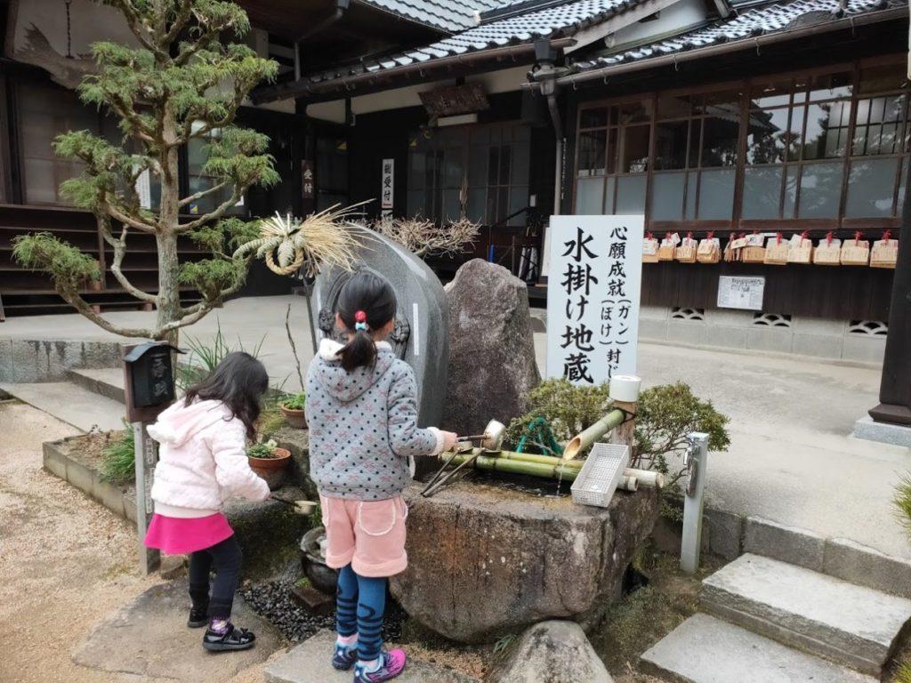 瑠璃光寺の水掛け地蔵