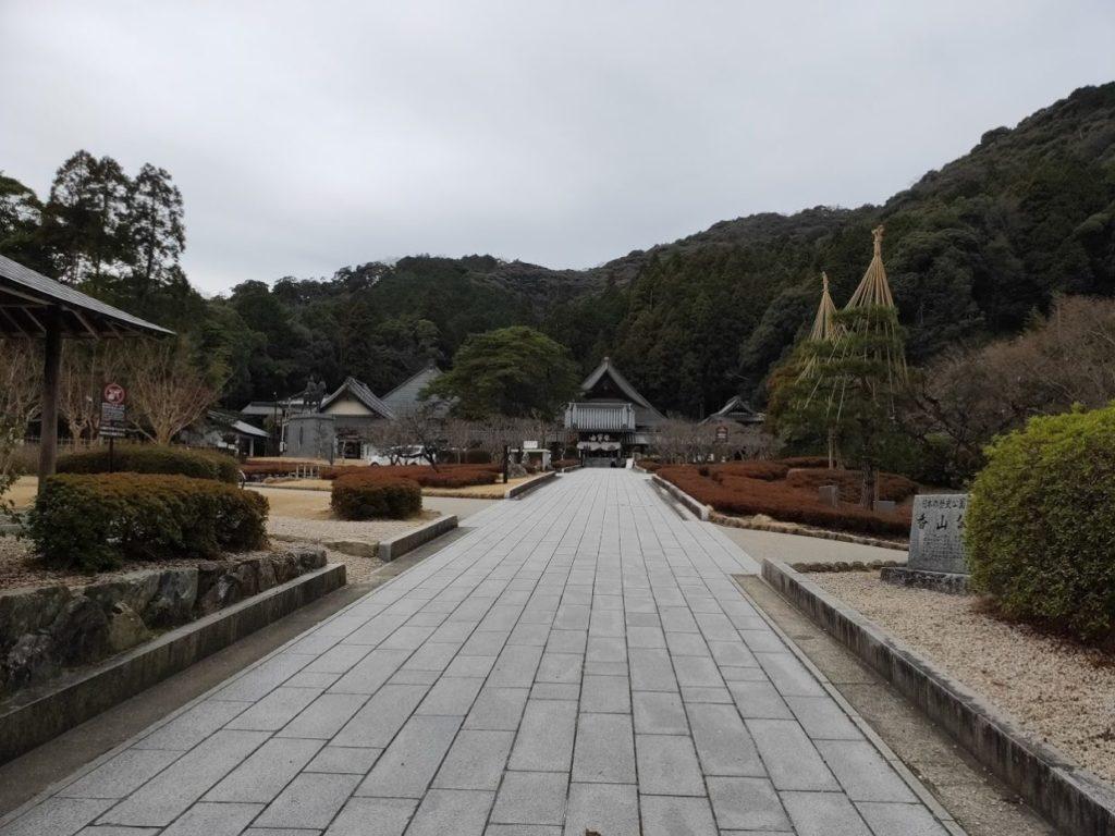 瑠璃光寺のメイン通路