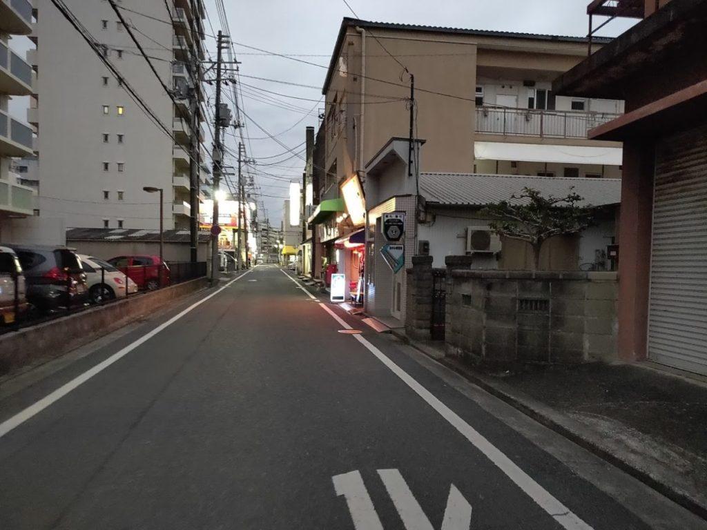 そば玉やの店の前の道路
