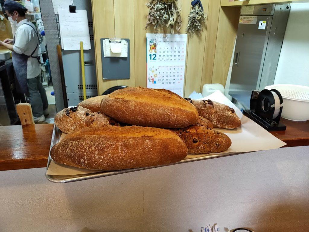 ブーランジェリーユイットのできたてのパン