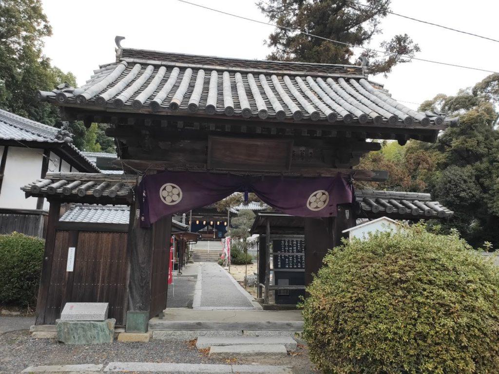 54番延命寺の山門の景色
