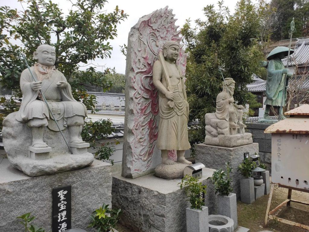 56番泰山寺の石像