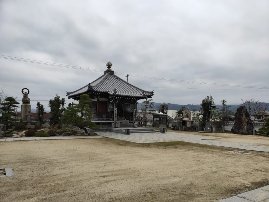 56番泰山寺の境内