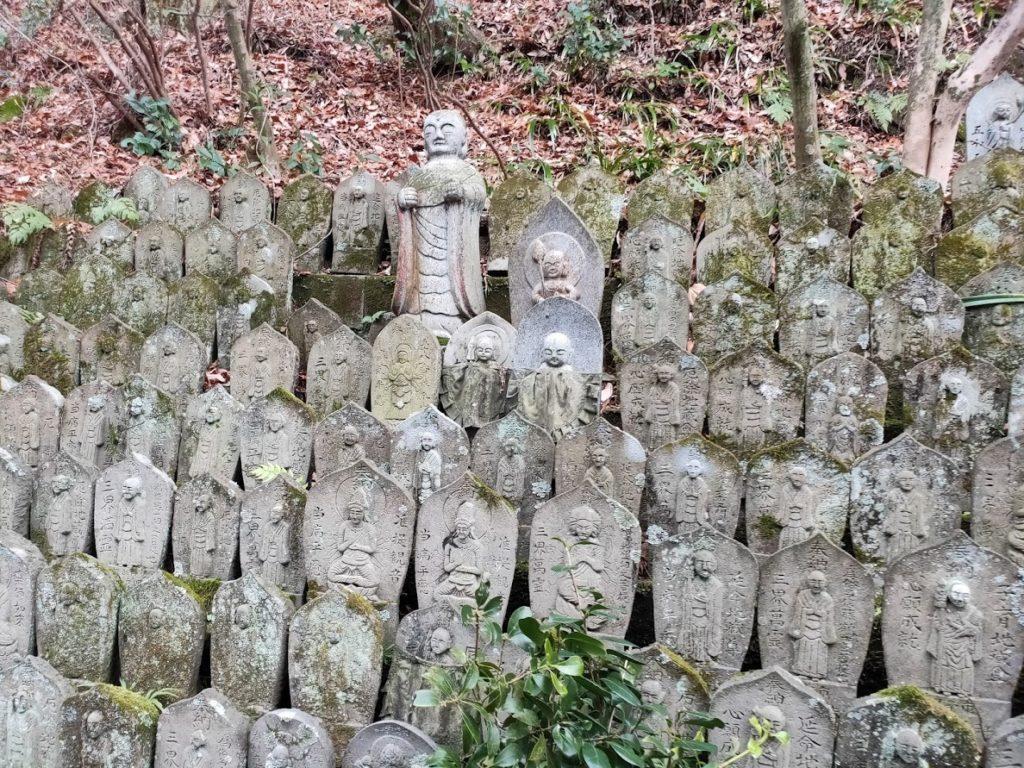 58番仙遊寺のたくさんの地蔵